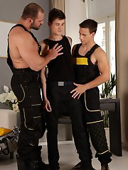 Gang Bang: 2 hard mechanics use a smooth twink as a cum rag